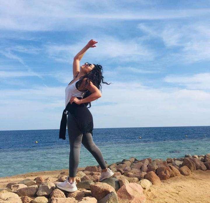 مروة عيد على البحر موزة الموزز : اتفرج