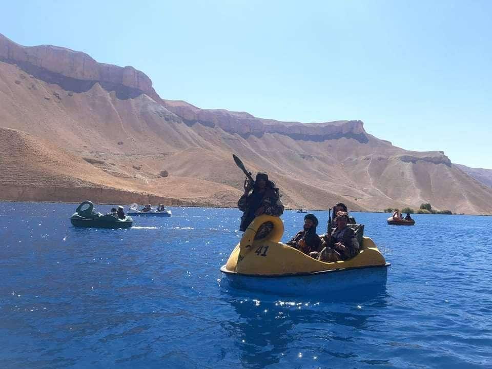 """قوارب """"البجعة"""" سلاح طالبان للسيطرة على منطقة خطيرة"""