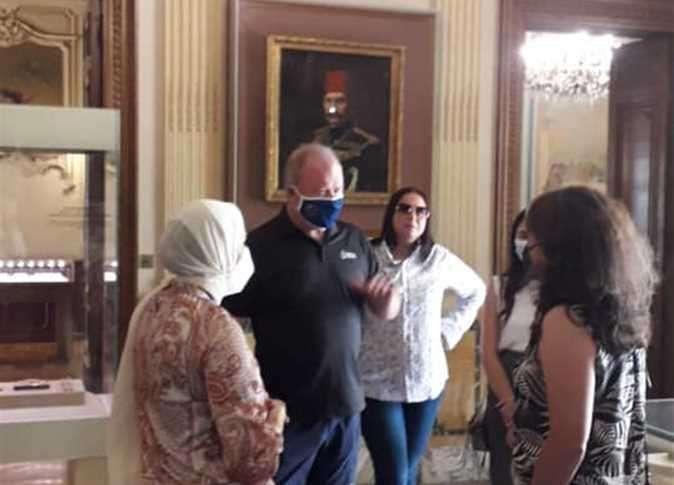 ملكة جمال العالم نورت متحف المجوهرات الملكية بالاسكندرية.. اتفرج