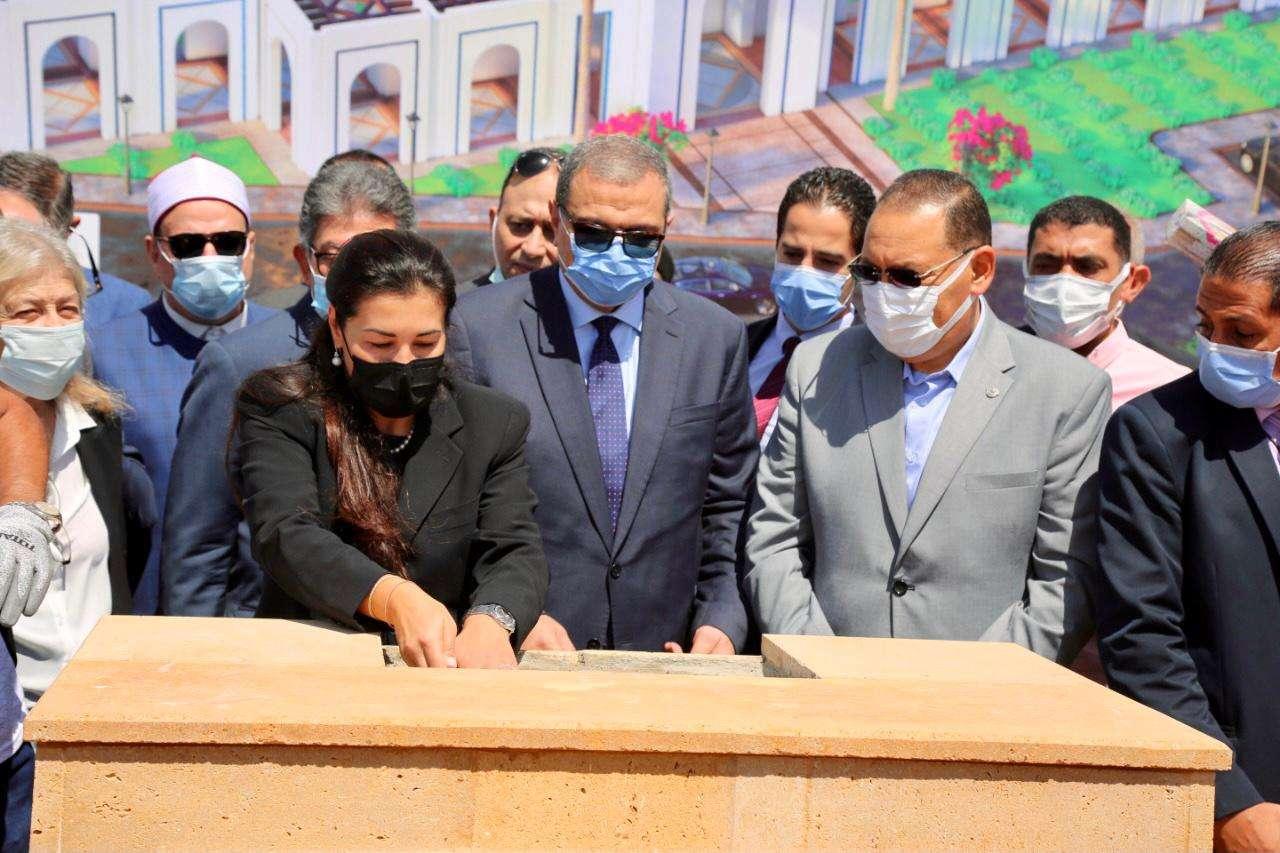 في الذكرى الأولى لرحيله.. وضع حجر أساس مسجد رجل الصناعة فريد خميس