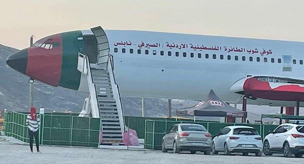 فلسطينيان يحولان طائرة إلى مطعم وصالة أفراح: عملناها في مصر 1980
