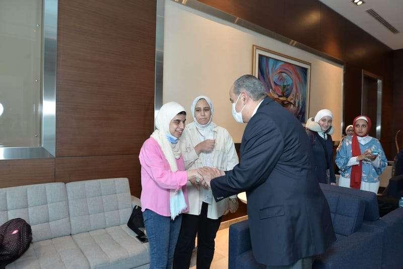 وزير الطيران يحتفي بأوائل الثانوية العامة المسافرون الي دبي