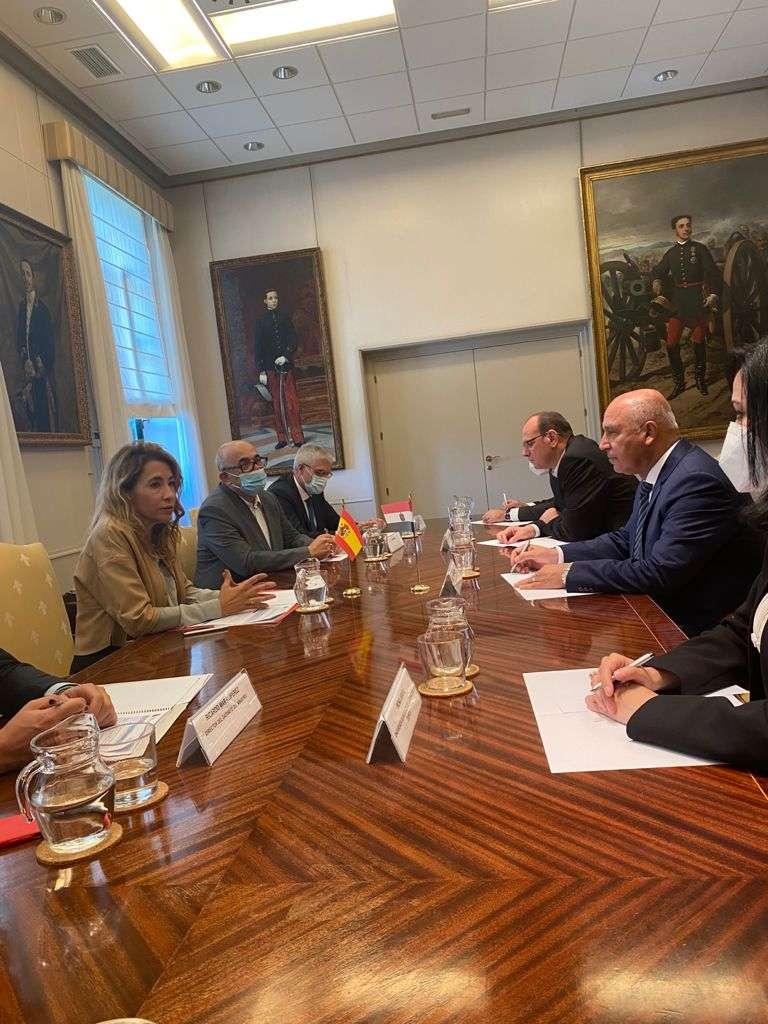 كامل الوزير يبحث مع نظيره الإسباني التعاون في مجالات النقل
