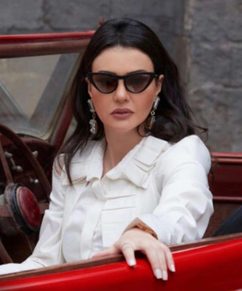 """دينا فؤاد تنتظر عرض حكاية """"ماريونيت"""" من مسلسل """"ورا كل باب """".. الليلة"""