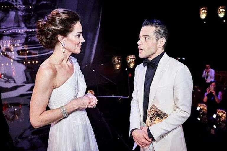 رامي مالك يفاجئ كيت ميدلتون بسؤال غريب بافتتاح جيمس بوند