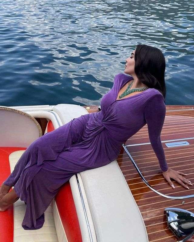 ياسمين صبري أعلنت الخريف بفاشون موف غامق : صور يافنان