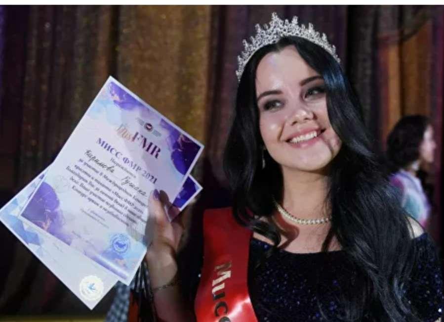 """""""روشانا كريموفا"""" تفوز بلقب ملكة جمال الأجنبيات في روسيا"""