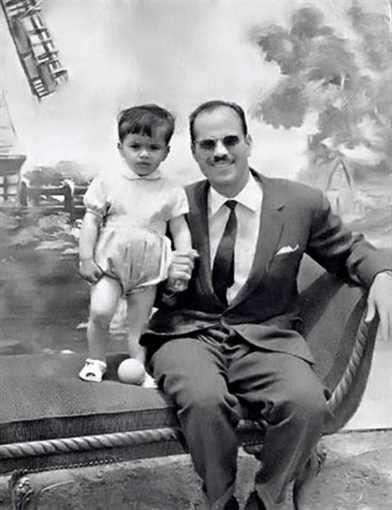 عمرو دياب مطرب عابر للأجيال ردد أغانيه الجد والأب والحفيد