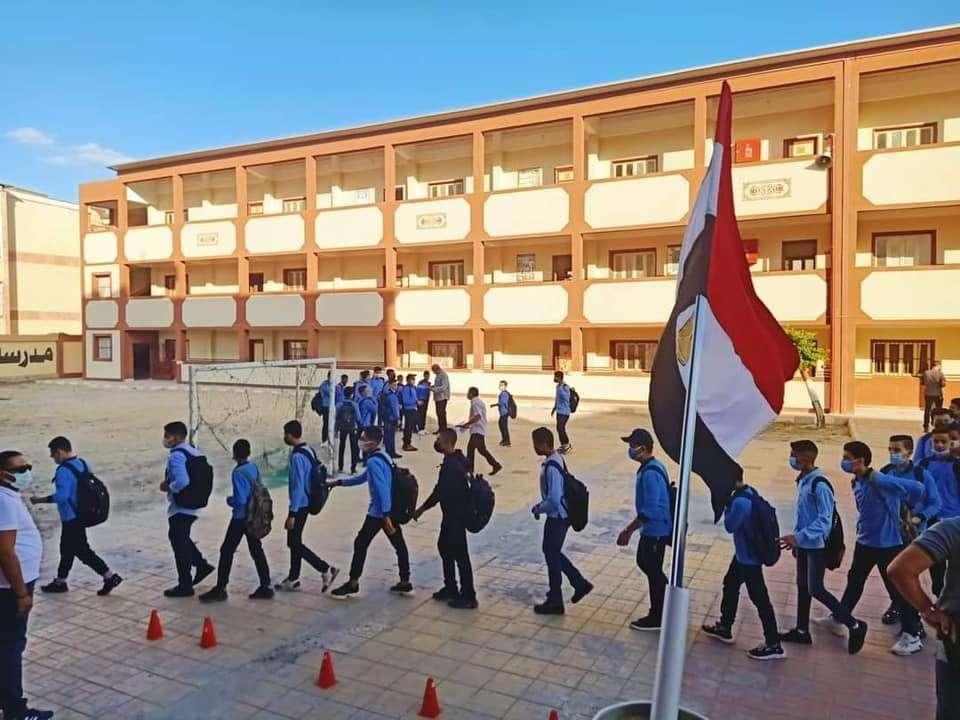 شوفوا نص الكوباية المليان.. جمال المدارس وحفلات استقبال للطلاب