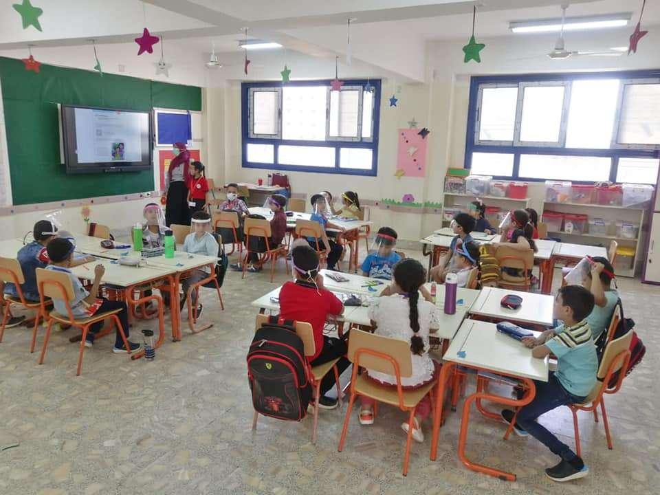 وزير التعليم ينشر صورا لانتظام الطلاب بالمدارس اليابانية