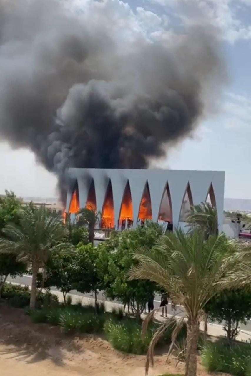 بالصور - التفاصيل الكاملة لحريق قاعة المؤتمرات بمهرجان الجونة